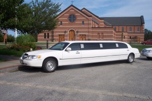 Luxury CT stretch limo image